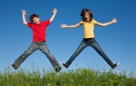 Kids-jumping-and-playing-outside-940x600
