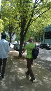 portland tour guide in green shirt